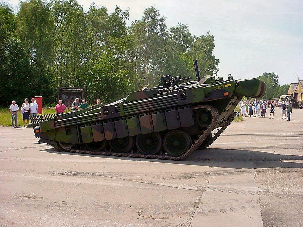 스웨덴어 웅크리는 탱크