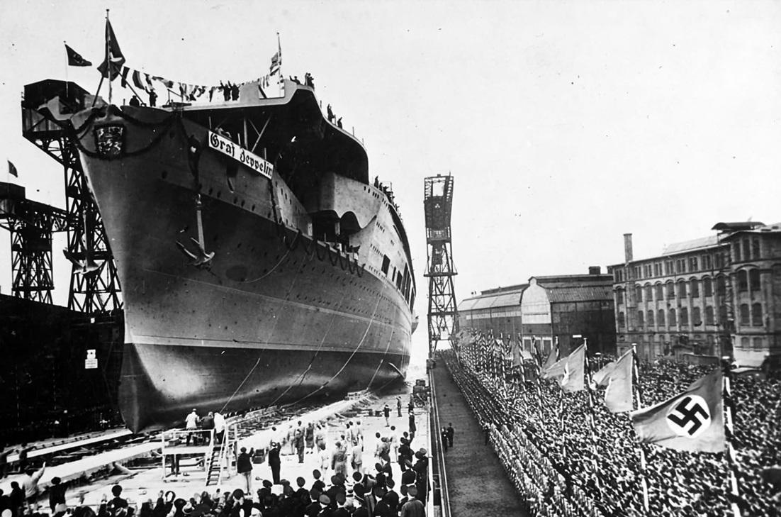 """Авианасоец """"Graf Zeppelin"""" спуск  авианосца на воду."""
